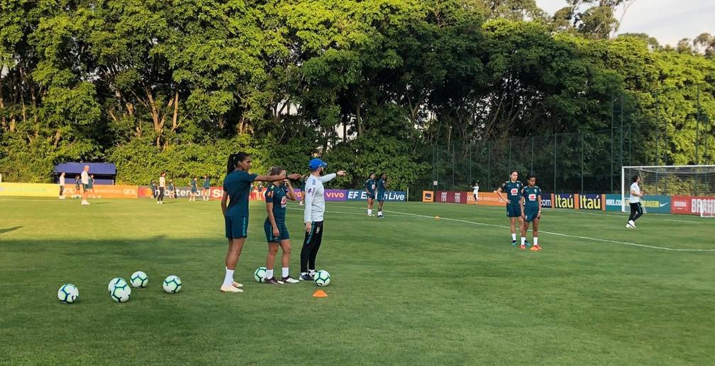 Treino da seleção brasileira no CT da Barra Funda — Foto: Ana Canhedo/ GloboEsporte.com