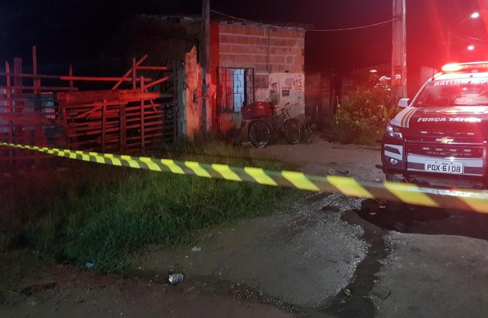 Ex-militar é morto após ter casa invadida no São Cristóvão, em Fortaleza. — Foto: Rafaela Duarte/SVM