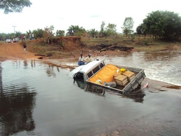 Servidores enfrentam dificuldades após queda de ponte no interior de MT (Foto: Assessoria/TRE-MT)