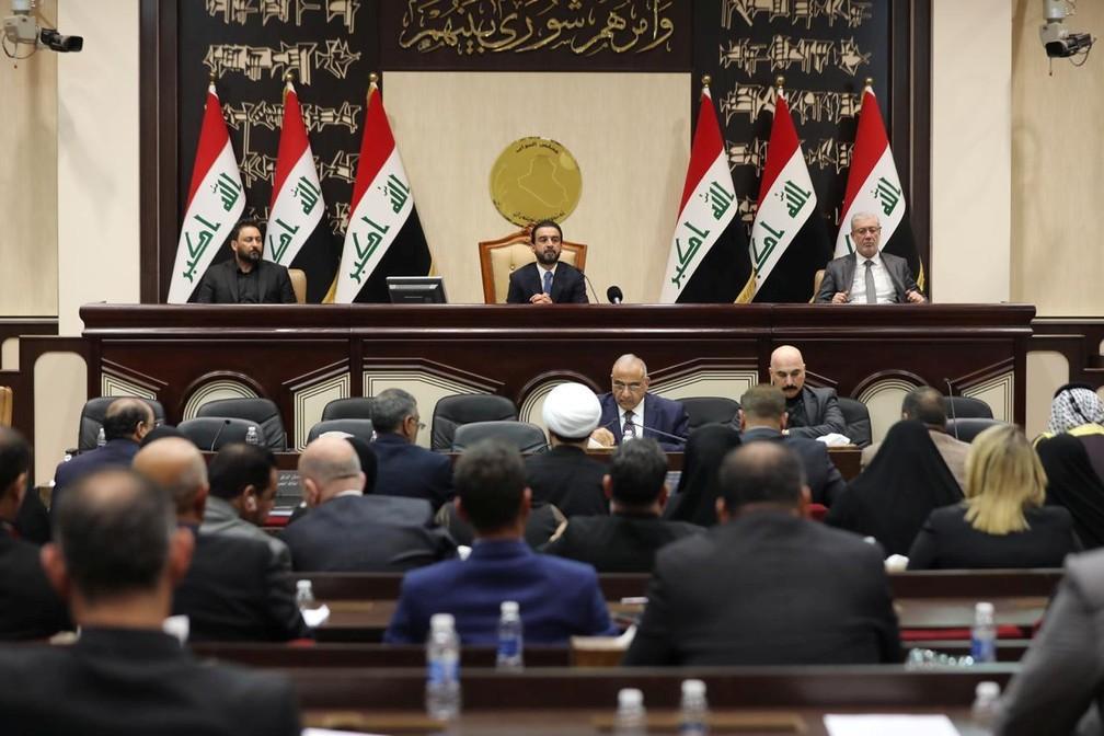 Parlamento iraquiano faz sessão em que aprovou pedido para governo encerrar presença de tropas estrangeiras no país — Foto:  Iraqi parliament media office/Reuters