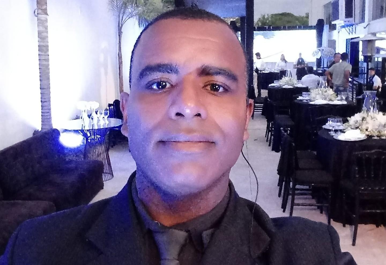 Corpo de segurança morto em evento é velado na Praça Elizeu Zica em Divinópolis