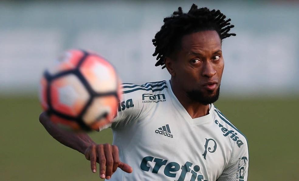 ... Zé Roberto tem contrato com o Palmeiras até o fim desta temporada —  Foto  Cesar 8324e5ec6c204