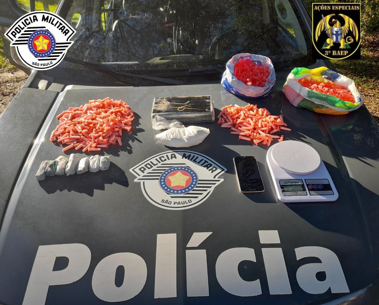 Dois são presos com drogas em corrida por aplicativo em São José