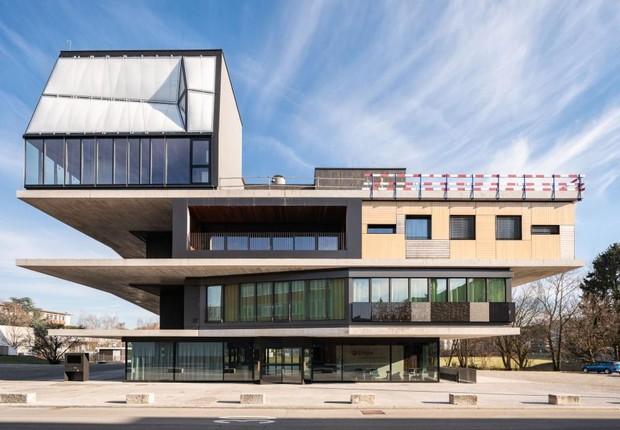 A casa de três andares possui tetos impressos em 3D, além de um sistema doméstico inteligente (Foto: Roman Keller/Divulgação)