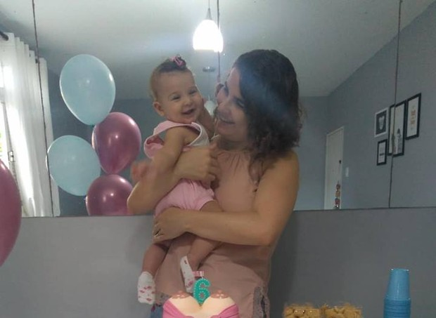 Lyvia e Sofia comemoraram os seis meses de amamentação exclusiva (Foto: Arquivo pessoal/ Lyvia Tavares)