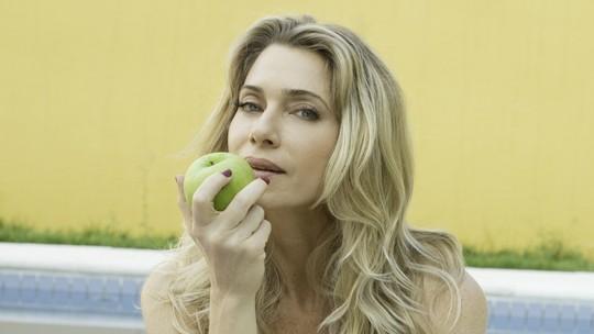 Letícia Spiller lista cuidados com o corpo e alimentação: 'Ioga é vital para mim'