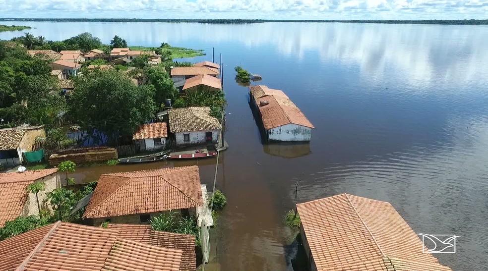 Cheia do rio Turiaçu provoca inundações na cidade de Santa Helena — Foto: Reprodução/TV Mirante