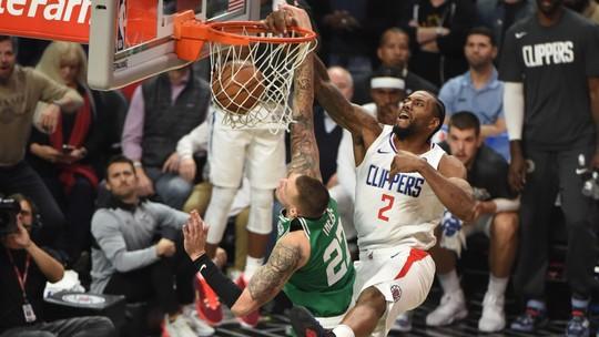 Enterradas de levantar da cadeira e entortadas nos marcadores: a rodada de quarta da NBA