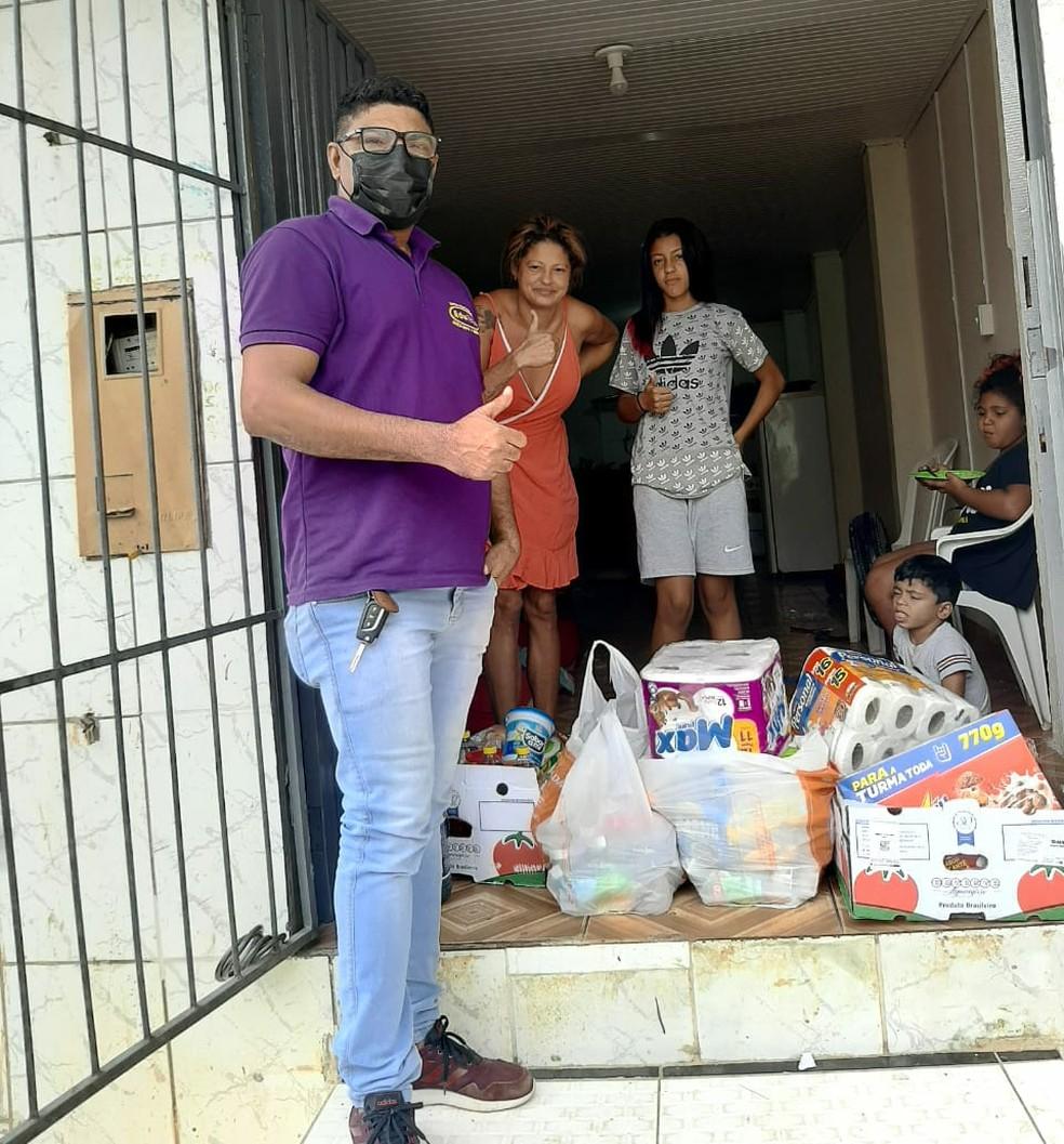Doações foram entregues na quarta para Wanessa e a família  — Foto: Arquivo pessoal