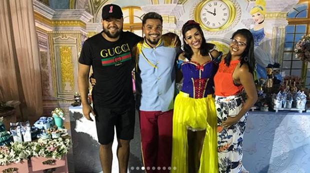 Ellen Cardoso e Naldo Benny com amigos e familiares em festa (Foto: Reprodução/Instagram)