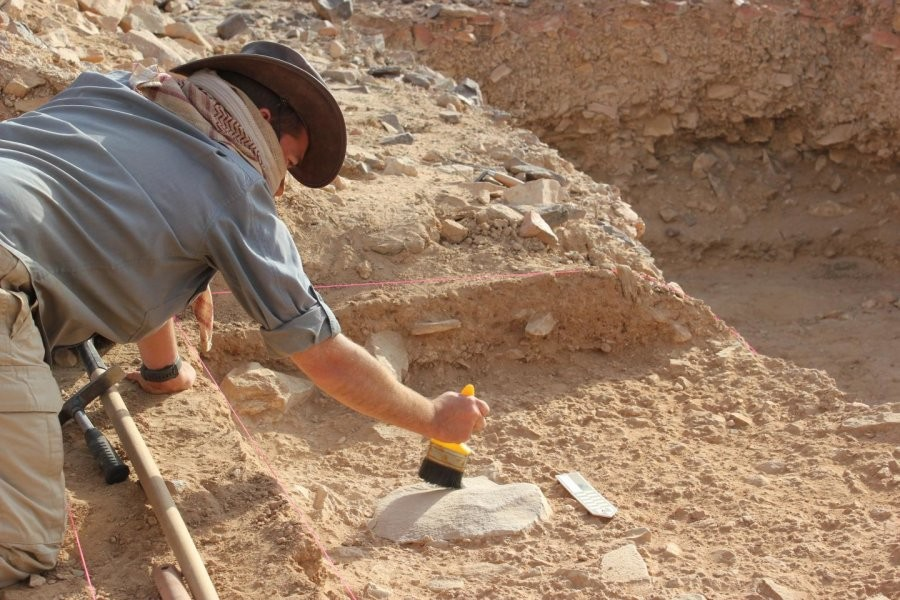 Escavação de ferramentas do Homo Erectus na Arábia Saudita (Foto:  Australian National University)