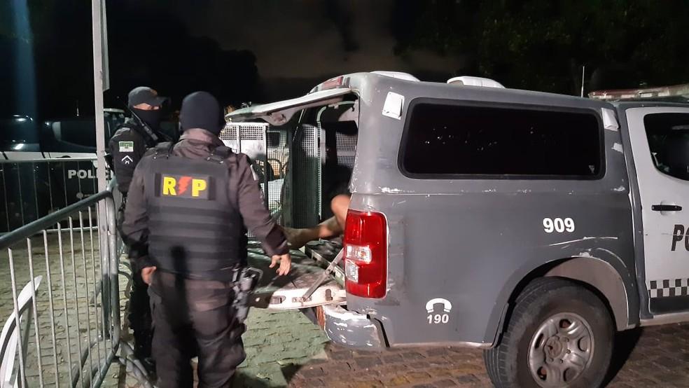 Um assaltante foi preso pela Polícia Militar, após série de crimes em Natal. — Foto: Sérgio Henrique Santos/Inter TV Cabugi