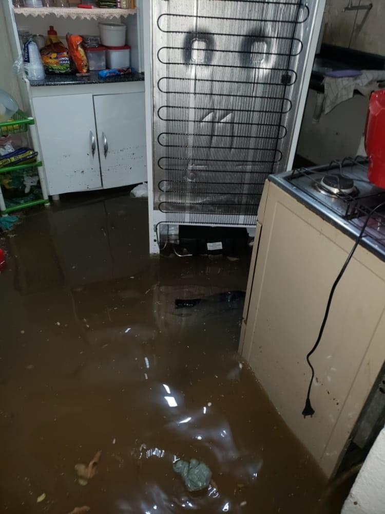 Chuva forte causa estragos e prejuízos a moradores de Curvelo