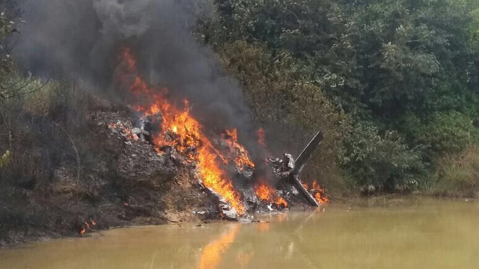 O avião caiu perto às margens de um rio que corta a região do Crepurizão. A área é formada por campos de garimpo de ouro. (Foto: Delegado Vicente Gomes)