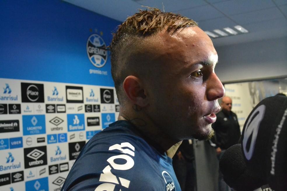 Everton voltou para pegar ritmo de jogo e ajudou na goleada sobre o Vitória (Foto: Beto Azambuja/GloboEsporte.com)