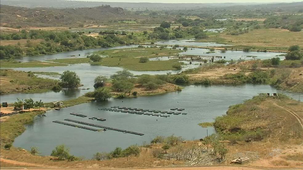 Açude Castanhão recebe água pela primeira vez em 10 meses (Foto: TV Verdes Mares/Reprodução)
