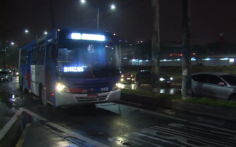 Ônibus da EMTU em São Paulo (Foto: Reprodução/TV Globo)