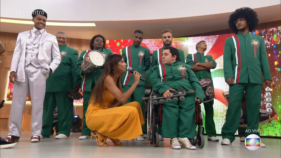 Felipe não deixou que a cadeira de rodas atrapalhasse seu sonho de desfilar na Sapucaí — Foto: TV Globo
