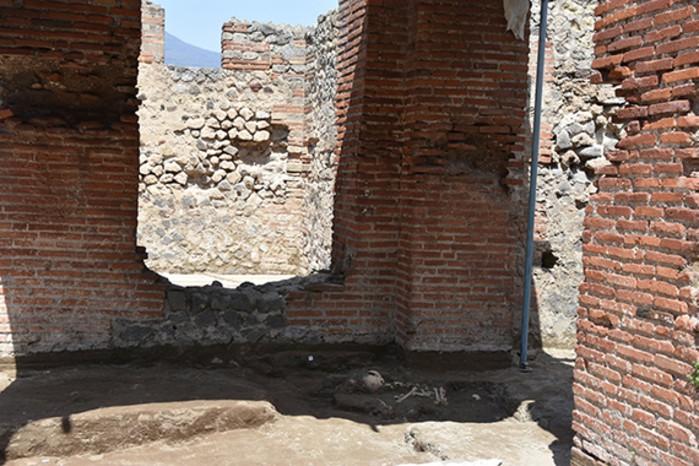 Equipe trabalha para restaurar área de banhos termais de Pompeia (Foto: Reprodução/Parco Archeologico Di Pompeii )