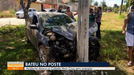 Motorista bate em poste e deixa Cidade Vera Cruz sem energia, em Aparecida de Goiânia