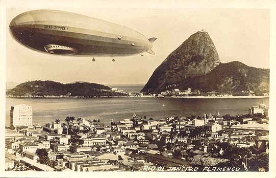 O Graf Zeppelin sobrevoando a orla do Flamengo, em 25 de maio de 1930