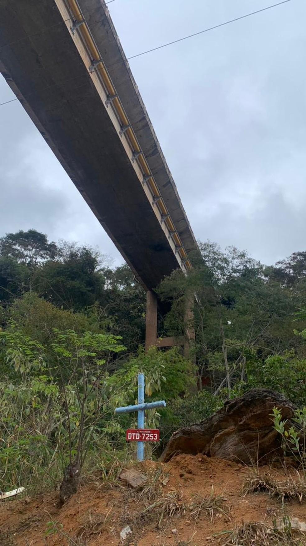 Caminhão cai de viaduto na BR-381, em João Monlevade; segundo a PRF, três  pessoas morreram   Minas Gerais   G1