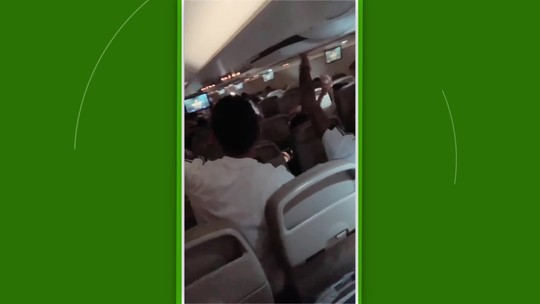 Jogadores da Argentina fazem voo animado a caminho do clássico contra o Brasil; assista