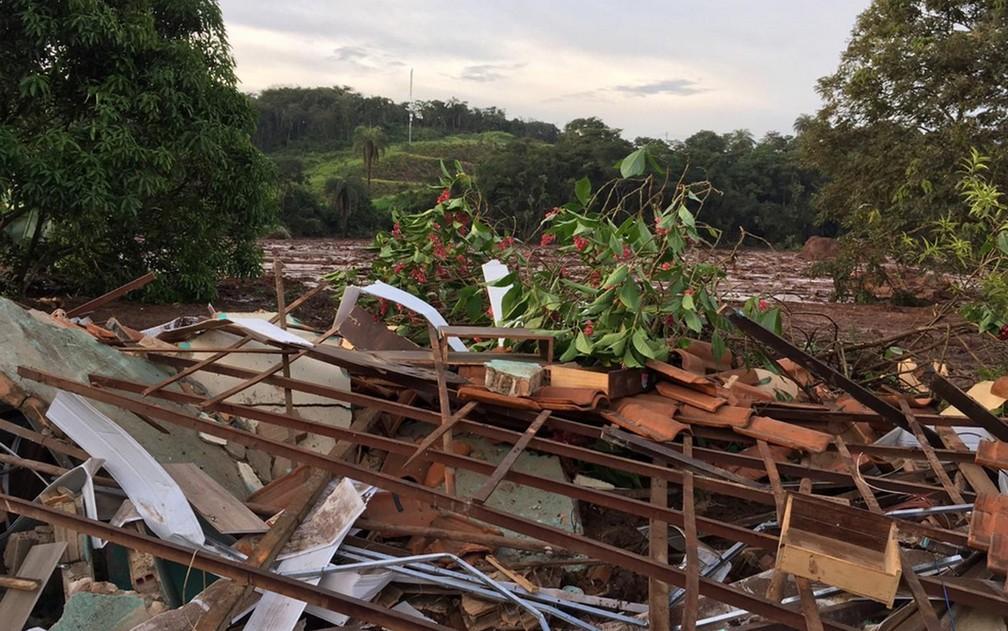 Escombros de imóvel destruído pela lama — Foto: Polícia Militar/Divulgação