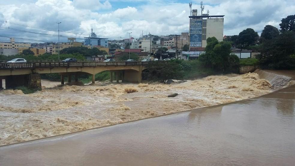 -  Estação que irá tratar esgoto do Rio Itapecerica deverá começar a operar parcialmente em julho  Foto: Defesa Civil de Divinópolis/Divulgação