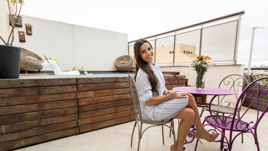 Emilly, do 'BBB 17', mostra cobertura duplex em que mora no Rio: 'Meu cantinho'