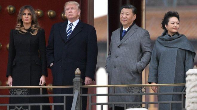 Como a soja americana ficou mais cara, com aumento de tarifas de importação, a China passou a importar mais grãos brasileiros. Mas a substituição não agradou o presidente americano (Foto: JIM WATSON/AFP, via BBC News Brasil)
