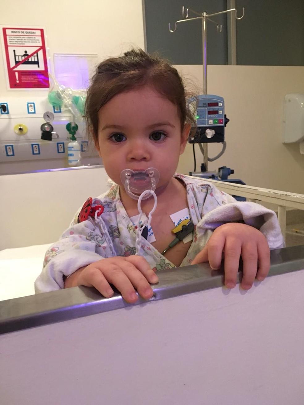 Com um ano de idade, Alice começou a apresentar os sintomas da deficiência da ornitina transcarbamílase em Cubatão, SP — Foto: Arquivo pessoal