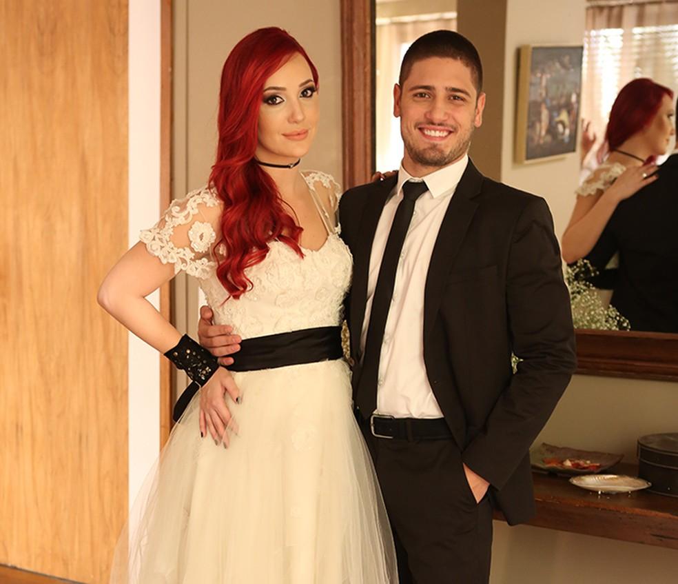 João Lucas (Daniel Rocha) pede Du (Josie Pessoa) em casamento - 'Império' — Foto: Ariane Ducati / Gshow