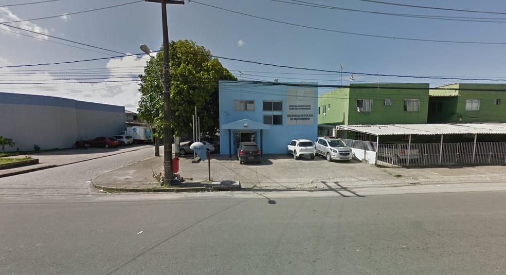 Após ser preso pela Polícia Militar, jovem foi levado para a Delegacia da Mustardinha, na Zona Oeste do Recife — Foto: Reprodução/Google Street View