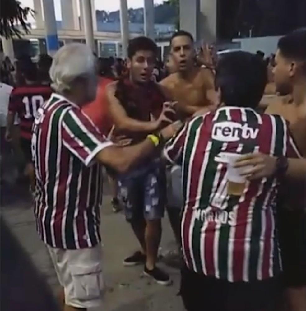 Torcedor do Fluminense agredido por um rubro-negro no clássico do último domingo — Foto: Reprodução