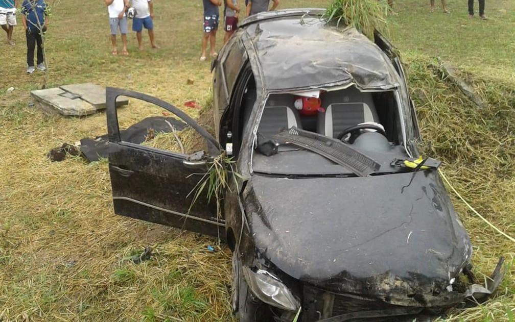 Carro capotou em Porto Seguro e perdeu até o para-brisa durante acidente com jovem morta no Sul da Bahia — Foto: Radar 64