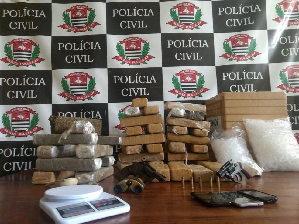 Drogas apreendidas estavam escondidas em geladeira (Foto: Divulgação/Polícia Civil)
