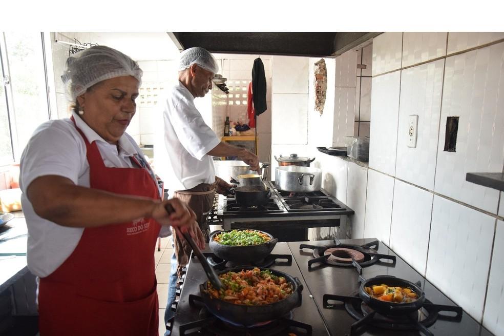 Há vaga para auxiliar de cozinha (Foto: Fred Loureiro/ Secom-ES)