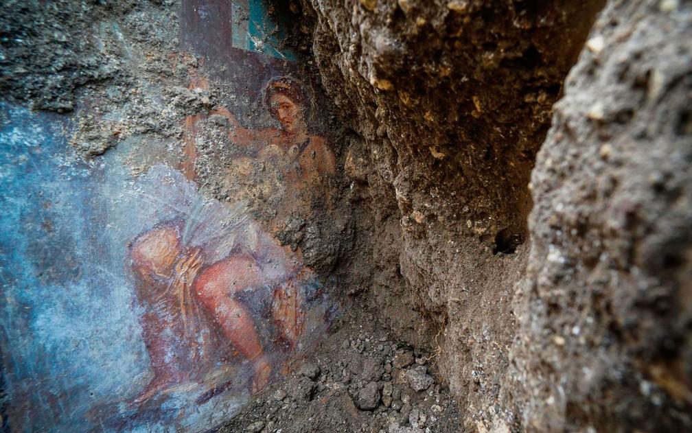 Detalhe raro: a princesa seduzida encara o espectador — Foto: Cesare Abbate/ANSA via AP