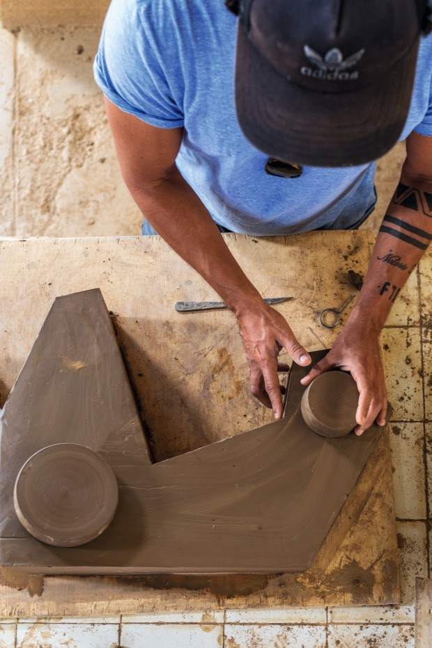 Oito designers famosos desbravam a Serra da Capivara no Piauí e descobrem o poder do  barro (Foto: André Nazareth)