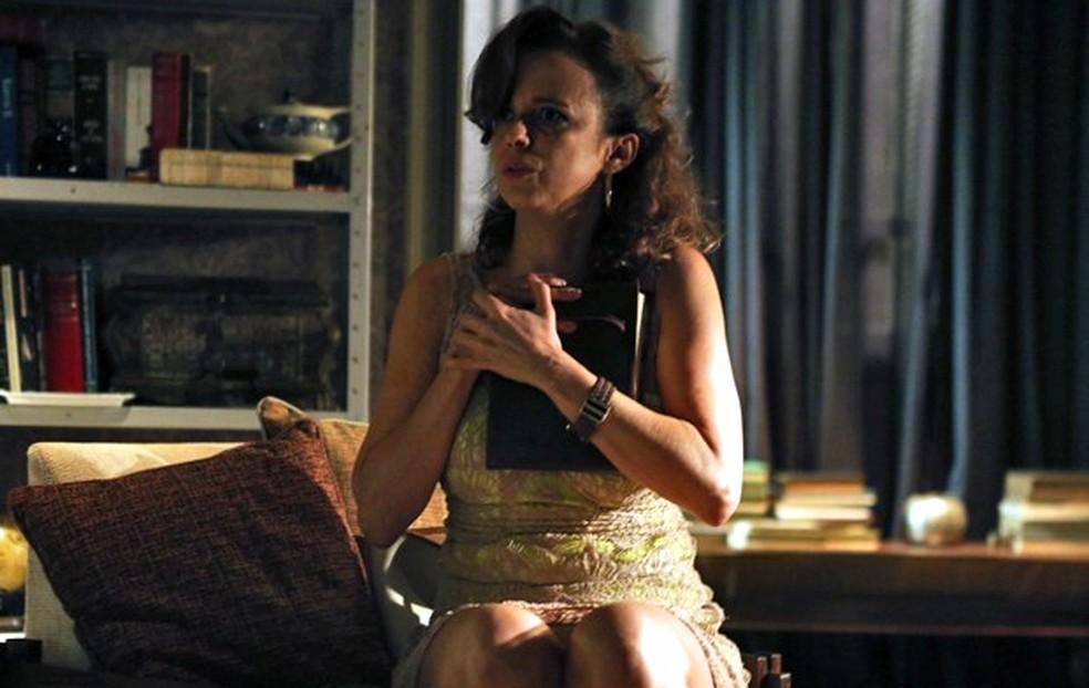 Lorraine (Dani Barros) fica em choque ao descobrir segredo de Maria Marta (Lilia Cabral) e Silviano (Othon Bastos) - 'Império' — Foto: Pedro Curi/Globo