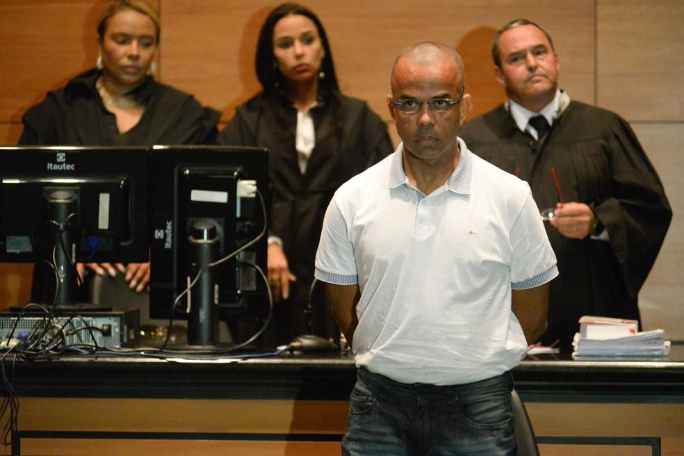 Traficante Fernandinho Beira-Mar dentro do tribunal — Foto: Erbs Jr. / Frame / Estadão Conteúdo
