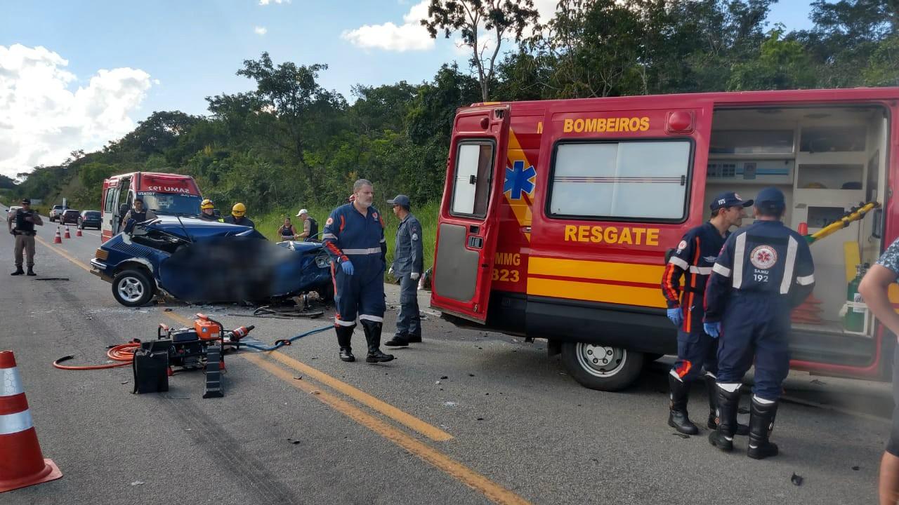 Homem morre e três pessoas ficam feridas em acidente na MG-494 em Divinópolis