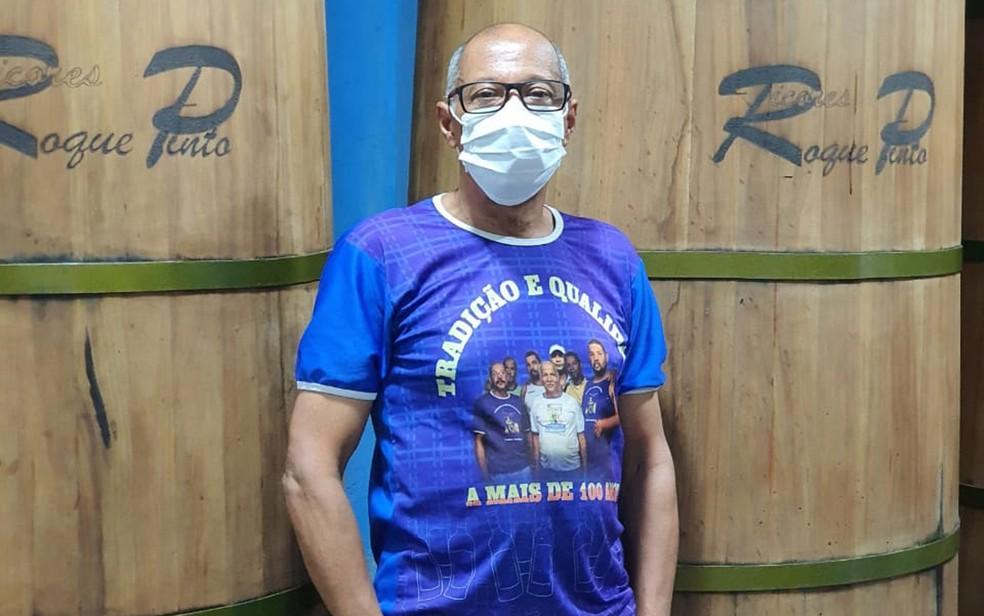 Rosival Pinto, produtor de licor em Cachoeira. no recôncavo baiano — Foto: Arquivo Pessoal