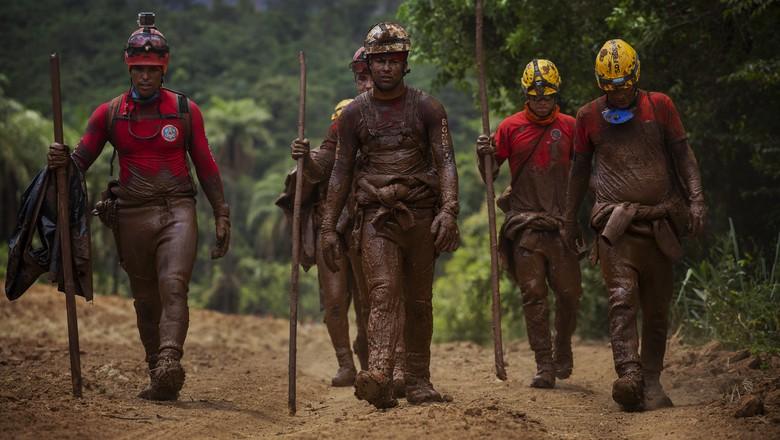 brumadinho-resgate-bombeiros (Foto: Lalo de Almeida/Ed.Globo)