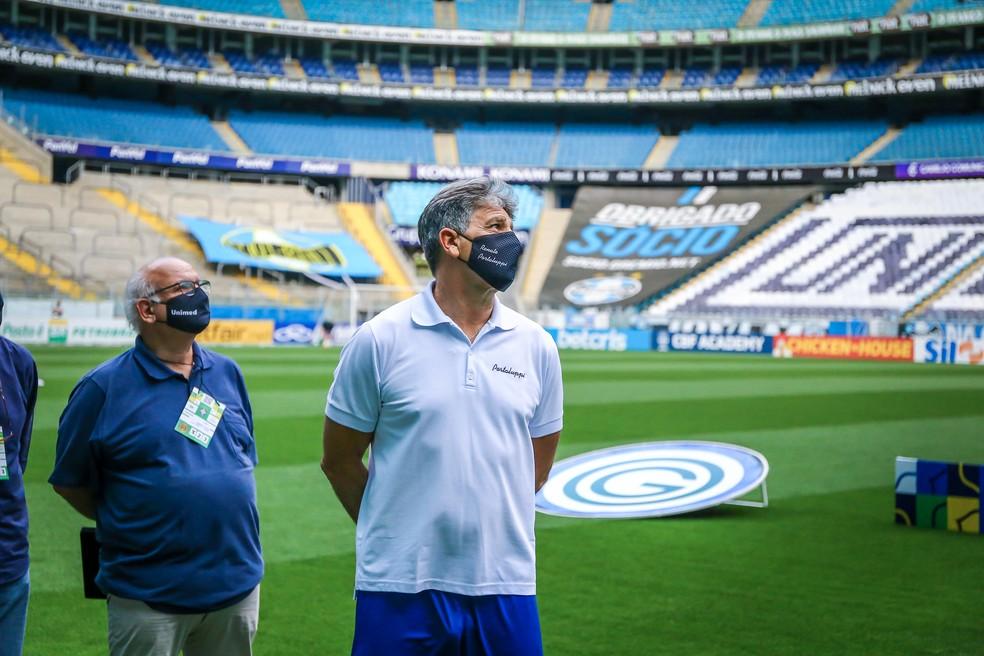 Romildo Bolzan Júnior e técnico Renato Portaluppi iniciaram primeiros movimentos para renovação — Foto: Lucas Uebel/Grêmio