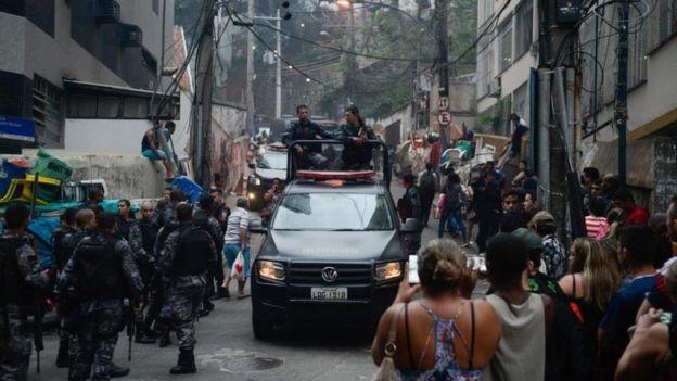 A pesquisa ouviu três policiais que tiveram vínculos com UPPs (Foto: FERNANDO FRAZÃO/AGÊNCIA BRASIL/Via BBC NEws Brasil)