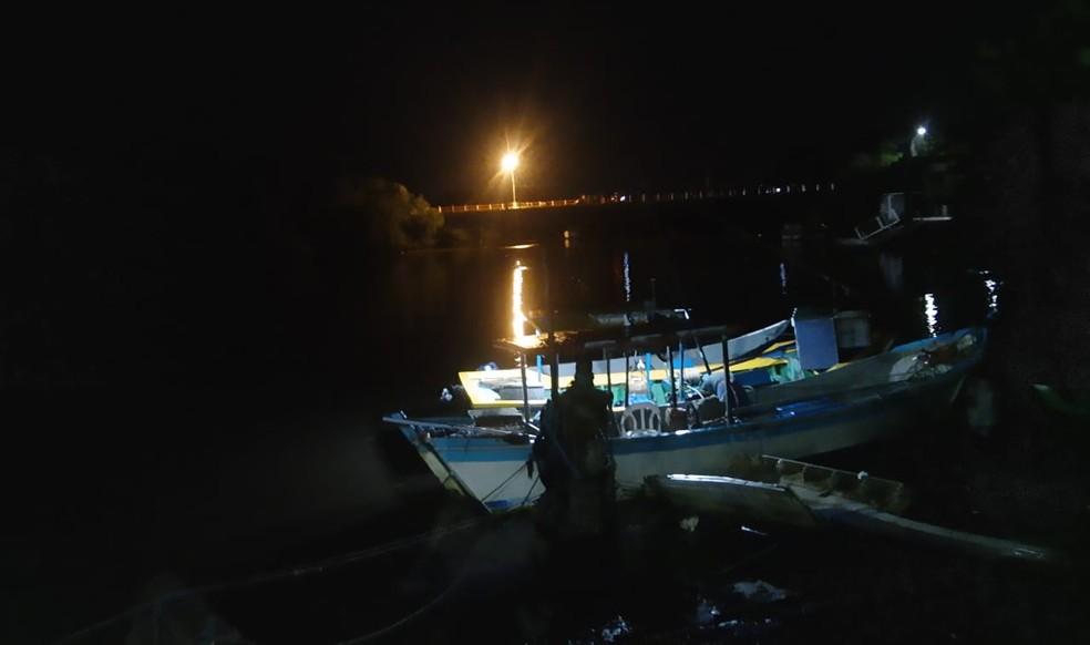 Nove embarcações afundaram e tiveram perda total em Peruíbe — Foto: G1 Santos