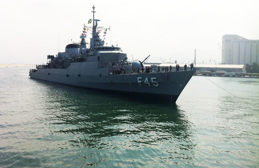 Navio brasileiro atracado em Beirute, no Líbano — Foto: Marinha do Brasil/Divulgação