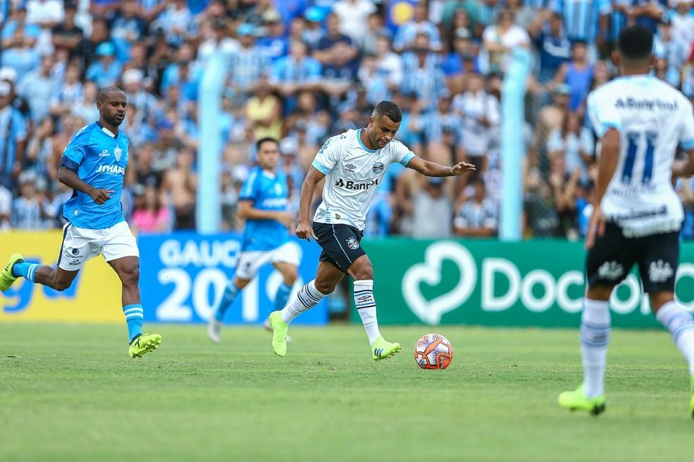 Alisson tem lesão confirmada e desfalca o Grêmio por 30 dias